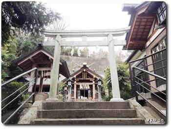 新羽杉山神社鳥居.jpg