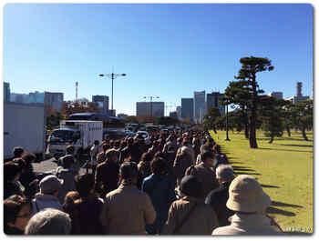皇居前を桜田門方向へ進む.JPG